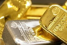 "Gold ""Testing $1550"" as Stocks Sink, Bund Yields Vanish, Investors Flee Risk for Cash"