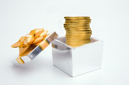 coin gift1 Consider Gifting Your Precious Metals Investments To Heirs Says Dillon Gage Metals