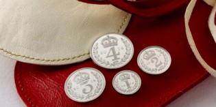 Queen Elizabeth II Offers 5£, 50p, Other Coins at Annual Maundy Money Ceremony