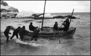 Launching the James Caird from Elephant Island on 24 April 1916. Image courtesy Dix Noonan Webb