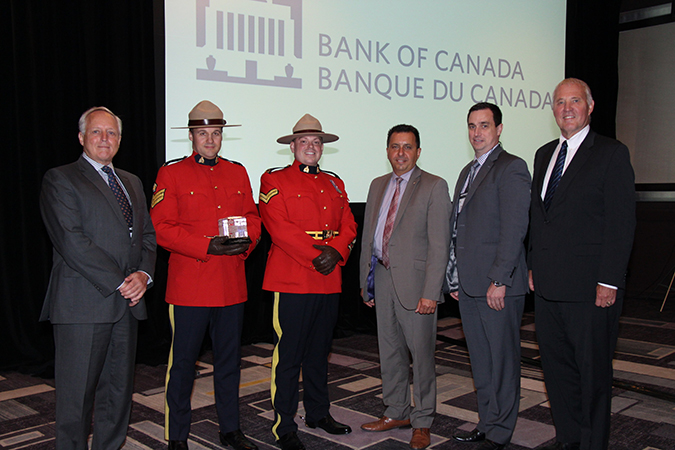 Bank of Canada gives the 2017 Law Enforcement Award of Excellence for Counterfeit Deterrence to the RCMP's Integrated Counterfeit Enforcement Team. Photo courtesy CNW Group/Bank of Canada